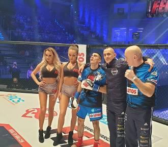 Zawodowy debiut w K-1. Mariusz Lach pokonał rywala. Zobaczcie skrót z walki
