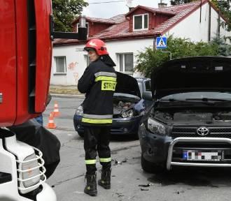 Zderzenie dwóch aut w Kielcach. Duże utrudnienia w ruchu (ZDJĘCIA, WIDEO)