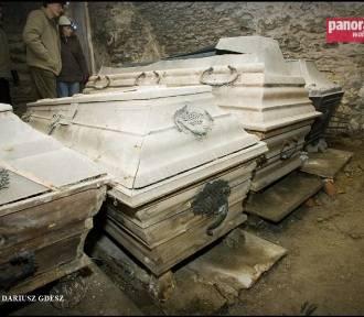 Twórca matur jest pochowany w Walimiu w powiecie wałbrzyskim