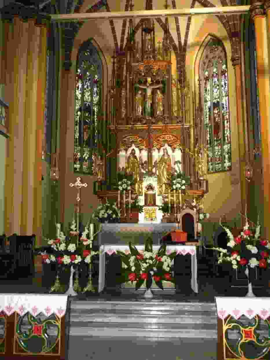 Ołtarz główny kościoła Świętego Krzyża w Miechowicach