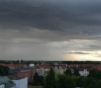 Alert IMGW dla Legnicy i powiatu legnickiego. Uważajcie dziś na burze z gradem!