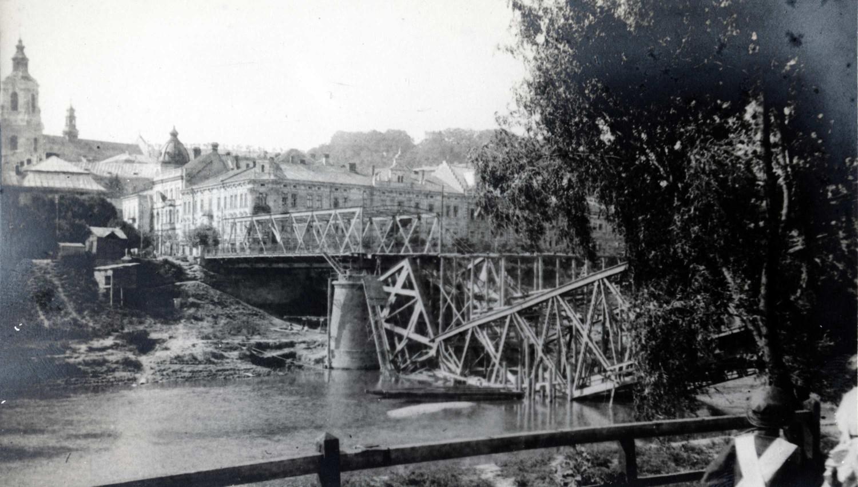 Zniszczony most drogowy na Sanie w Przemyślu, w 1916 r