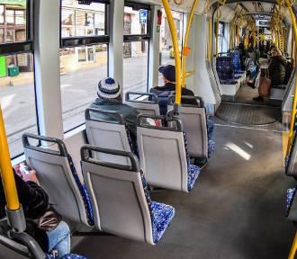 Limity pasażerów. Ile osób wsiądzie do tramwaju i autobusu?