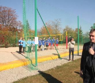 Przy Ekonomiku powstało pierwsze w Kielcach szkolne boisko do siatkówki plażowej
