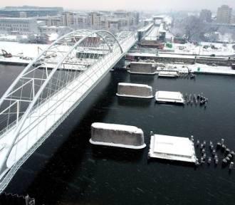 Nad Wisłą, pomimo zimowej aury, praca wre. Powstaje nowy most