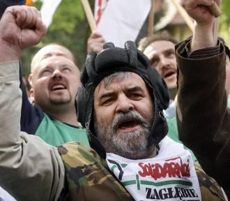 Protest związkowców przed siedzibą KGHM Polska Miedź [ZDJĘCIA]