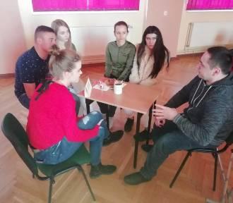"""Człuchów. Dzień tolerancji i """"żywe książki"""" w Liceum Ogólnokształcącym im. Stefana Czarnieckiego"""