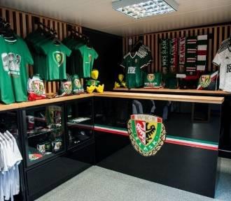 WKS Śląsk Wrocław w poniedziałek otwiera oficjalny sklep kibica przy ul. Oporowskiej