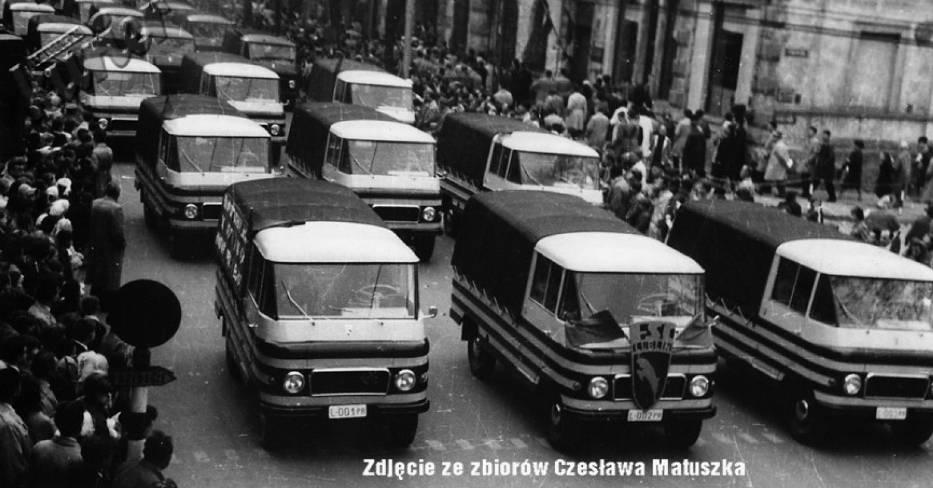 Żuki w pochodzie pierwszomajowym na ulicach Lublina