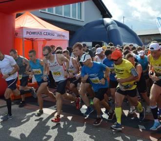 Kaszuby Biegają. W Szemudzie z dystansem 10 km zmierzyło się 319 zawodników - nie tylko z Kaszub