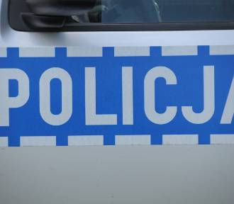 Osobówka uderzyła w drzewo w Rękoraju. Za kierownicą pijana 22-latka