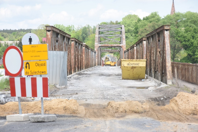 Remont starego mostu w Cigacicach