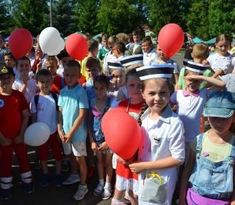 Stare Pole. Podczas święta szkoły sto balonów na 100-lecie odzyskania przez Polskę niepodległości