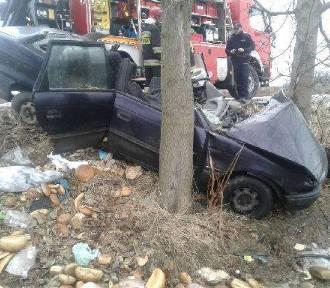 Wypadek w Narkowach. Kierowca uwięziony w samochodzie! [ ZOBACZ ZDJĘCIA]