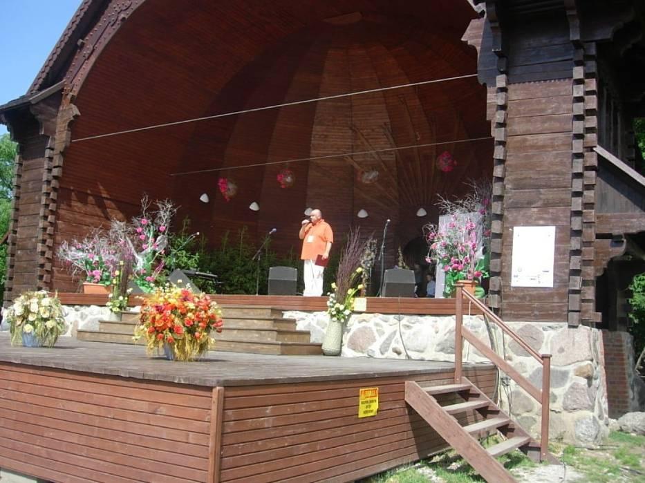 Koncert odbył się w Muszli Koncertowej Parku zdrojowego a poprowadził go prezes fundacji Pro Omnibus Mirosław Satora