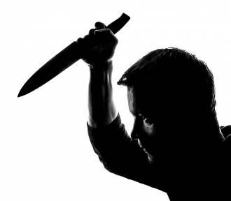 Nożownik zranił dwie osoby. Chodzi wolny