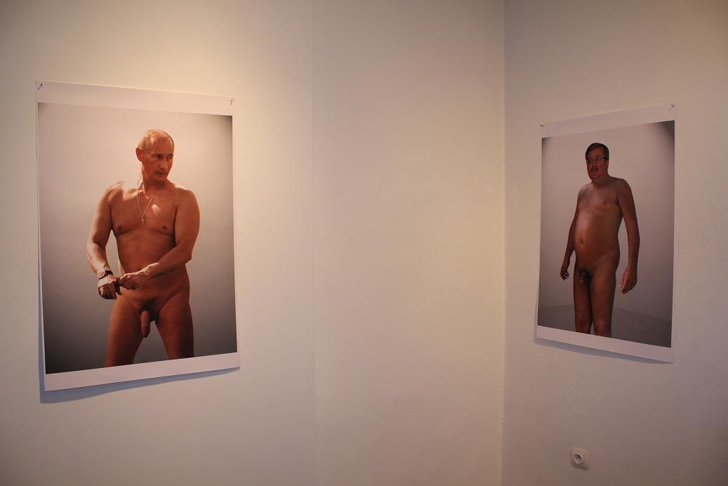 Jednym wystawa nagich polityków się podobała, innych oburzała