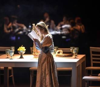 """""""Hamlet uczta"""" na scenie. Niepełnosprawni zagrali Szekspira"""