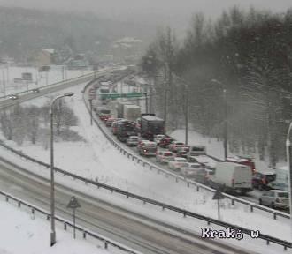 Zima jednak zaskoczyła kierowców? Utrudnienia na zakopiance i A4