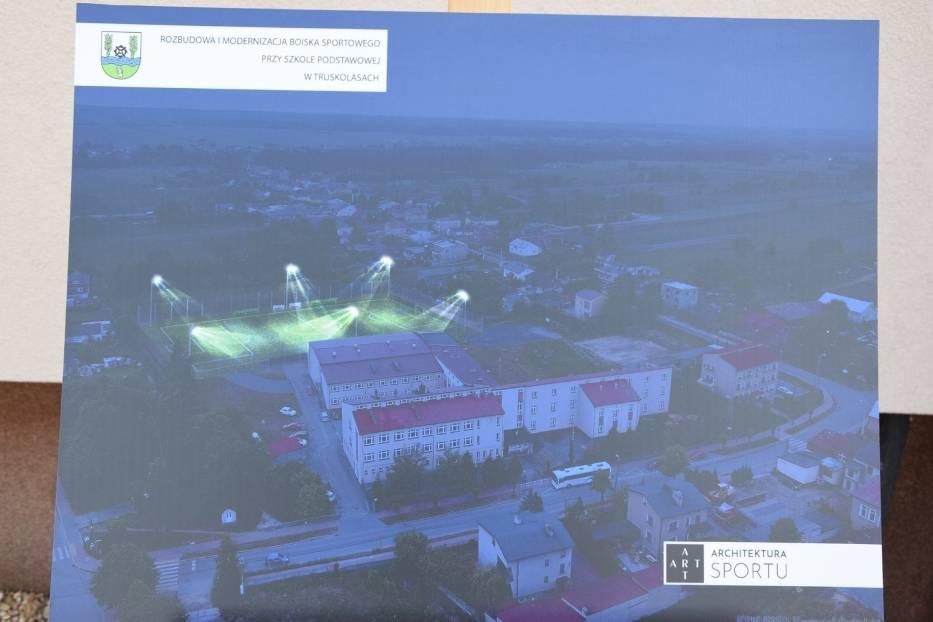 Budowa boiska w Truskolasach została rozpoczęta