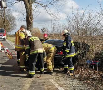 Wypadek w Gardei. Kierujący bmw stracił panowanie nad autem [ZDJĘCIA]