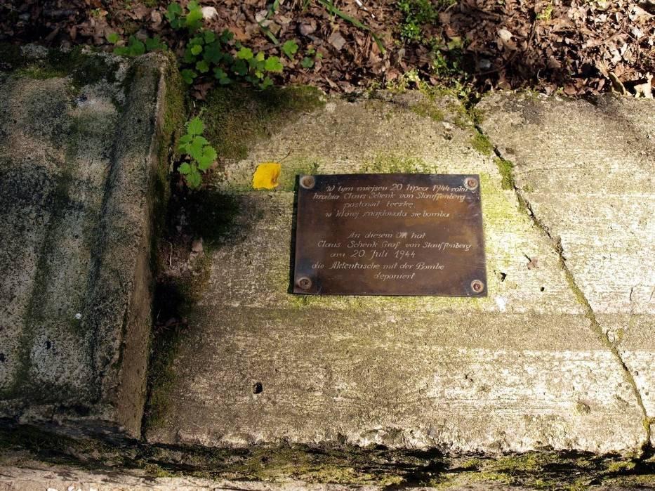 W miejscu zamachu na Hitlera jest tablica informacyjna