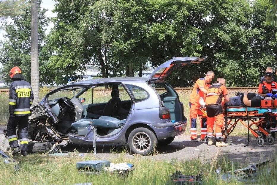 Toruń. Wypadek przy ul. Twardej po policyjnym pościgu [ZDJĘCIA]