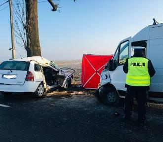 Wypadek w Węgorzewie: jedna osoba nie żyje, są ranni