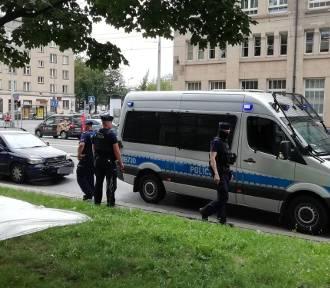 Wrocław: Wypadek policyjnego radiowozu na sygnale