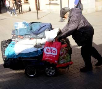 Oleśnica: Pomagają bezdomnym mieszkańcom przetrwać zimę