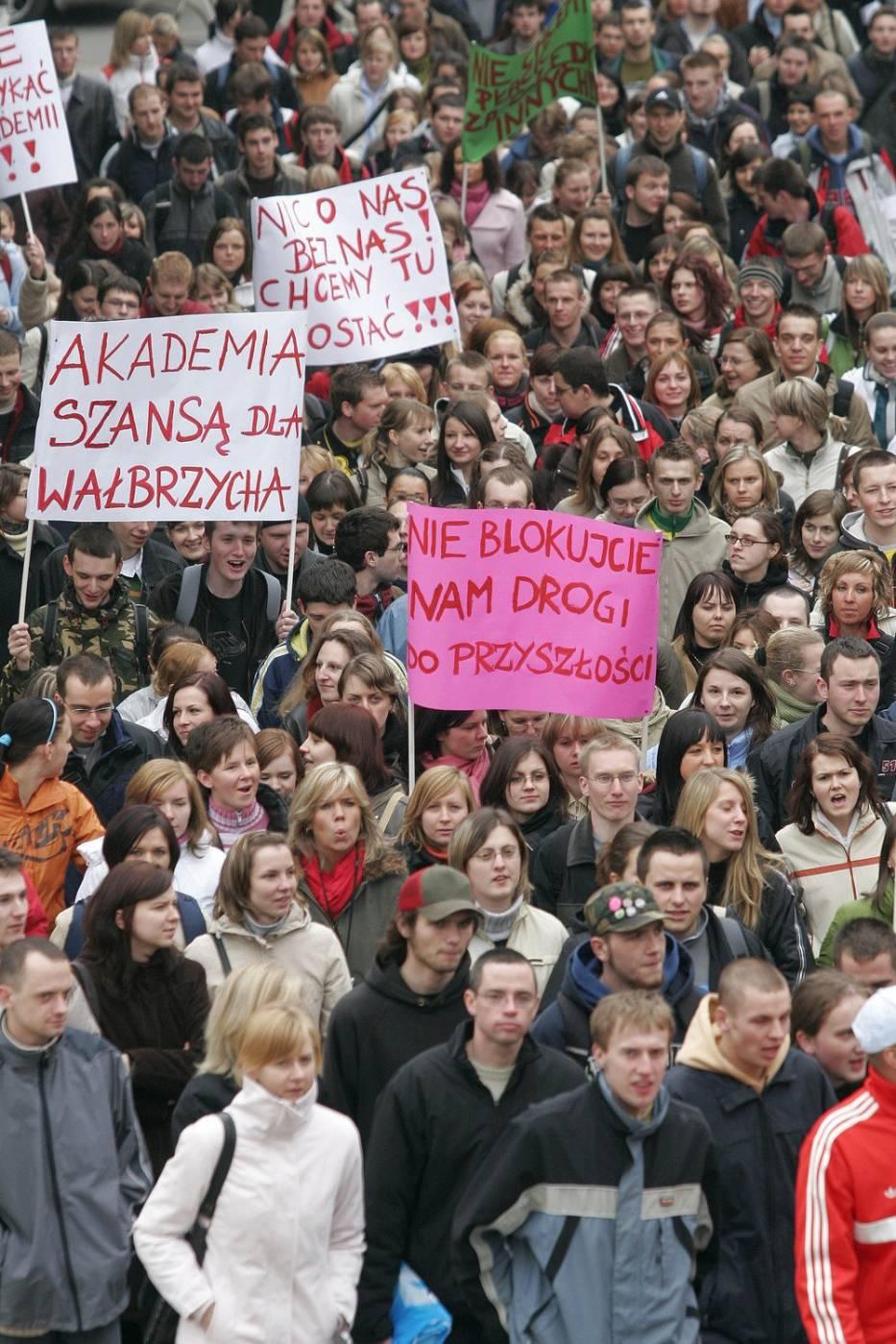 Protest studentów w Wałbrzychu przeciwko likwidacji filii Akademii Ekonomicznej