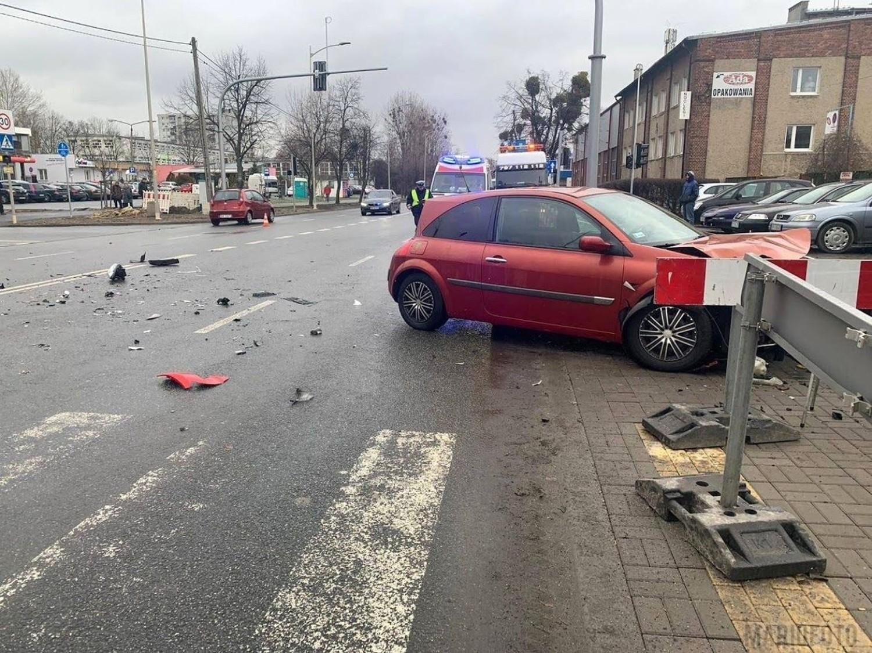 Do zderzenia dwóch samochodów doszło w piątek po godzinie 12