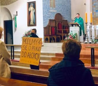 ''Módlmy się o prawo do aborcji''. Strajk Kobiet protestuje w stołecznych kościołach