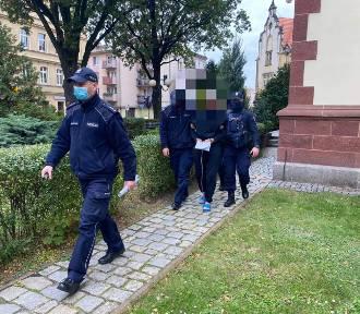 Atak nożownika w Oleśnicy. Nie żyje poszkodowana oleśniczanka. Sprawca nie znał ofiar