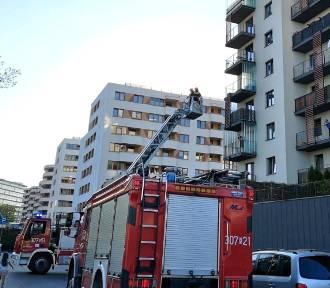 Kraków. Strażacy na pomoc mamie zamkniętej przez dziecko na balkonie