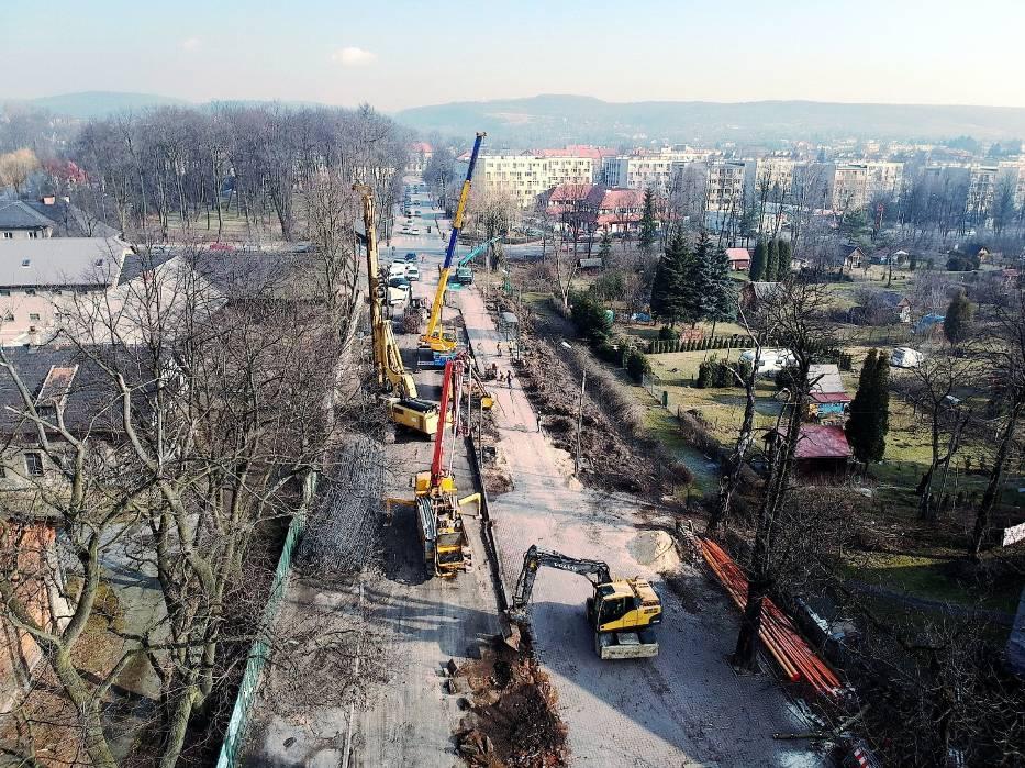 PKP zaczęło prace przy przejeździe w Krzeszowicach, a teraz trwają remonty torów w Woli Filipowskiej