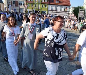 """Człuchów. II Festiwal """"Katolicy na ulicy"""" w człuchowskim rynku cz.1 (fot, video)"""