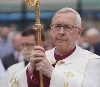 Abp Gądecki zwraca się do premiera Morawieckiego. Rząd zwiększy limity w kościołach?