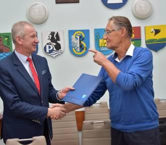 Starosta kartuski podpisał kolejną umowę na drogi - tym razem Czeczewo - Kawle Górne ZDJĘCIA