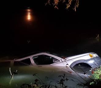 Tragedia nad wodą: 63-letni jastrzębianin zasnął, a jego auto wjechało do wody [ZDJĘCIA]