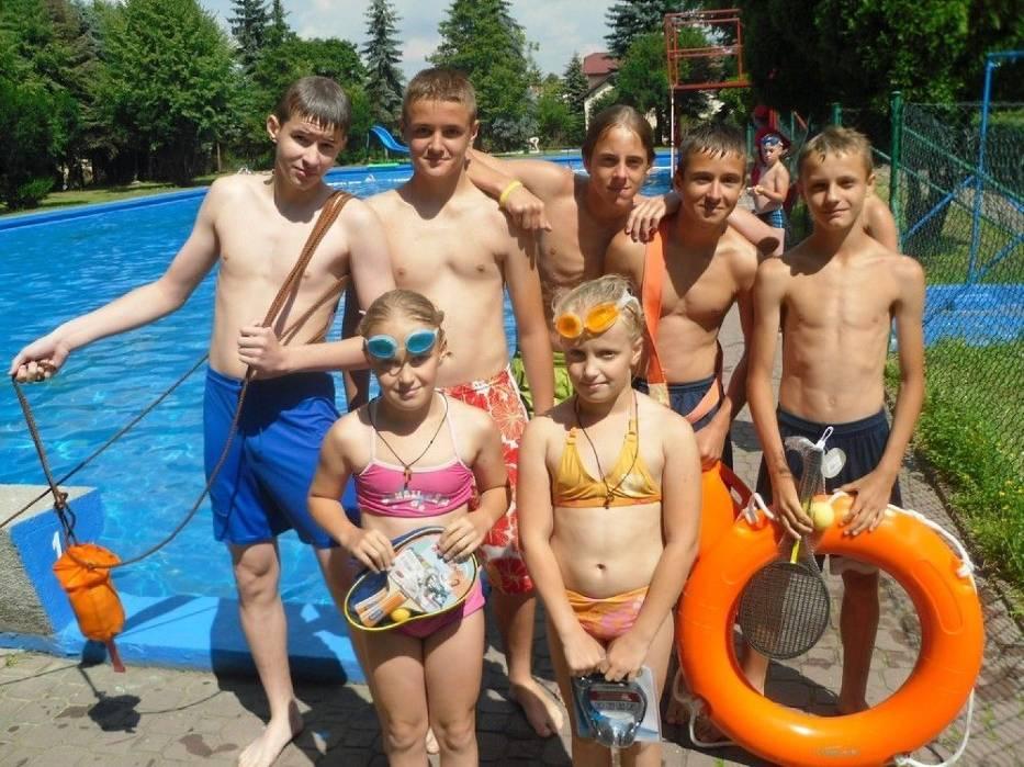 Najlepsi w lipcowych zawodach pływackich