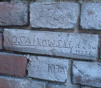 Kraśnik. Pamiątki historii wydrapane na murach. Czy ślady po 24. Pułku Ułanów w Kraśniku będą chronione?(ZDJĘCIA)