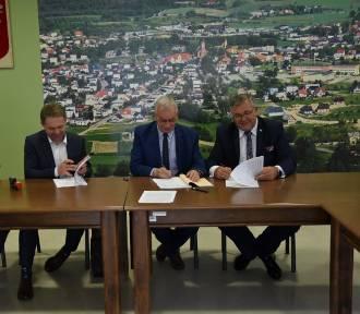 W Sierakowicach podpisano umowę z wykonawcą projektu OZE dla Kaszub ZDJĘCIA, WIDEO