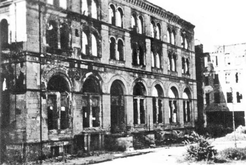 Ruiny Domu Giełdy, który znajdował się przy narożniku ulic Szewskiej i Panieńskiej