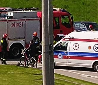 Strażacy ruszyli na pomoc rannej rowerzystce zanim zaalarmowano ich o wypadku