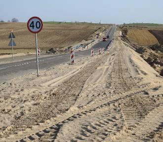 Rozgrzebana trasa Sokółka-Dąbrowa Białostocka. Zobacz, jak wygląda droga porzucona przez Unibep