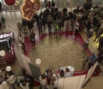Mieszkańcy Łodzi usypali serce z groszówek dla WOŚP! Ich wartość jest imponująca [WIDEO]