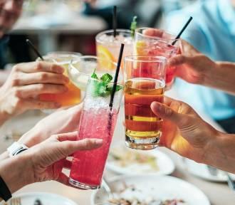 Ten napój kosztuje grosze i zrobisz go sam. Potrafi zdziałać cuda. Oto argumenty, dla których warto