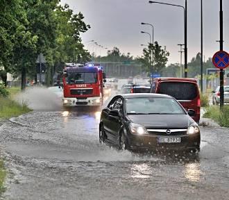 Ulewy w woj. śląskim. Ulice zalane m.in. w Katowicach oraz Tychach