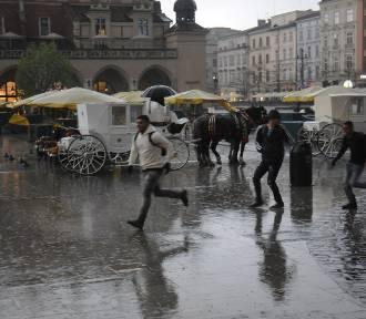 Zmiana pogody! IMGW ostrzega przed burzami z gradem